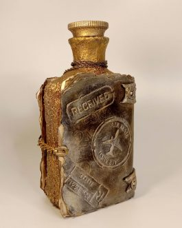 Декоративная старинная бутыль